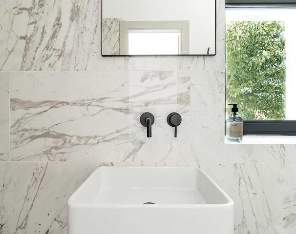 Villa Puglia — Bathroom annex