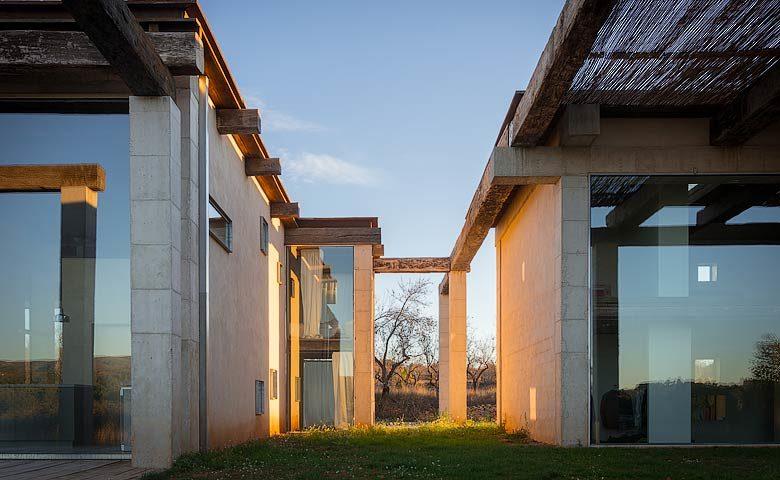 SpronkenHouse — Space between the two villas