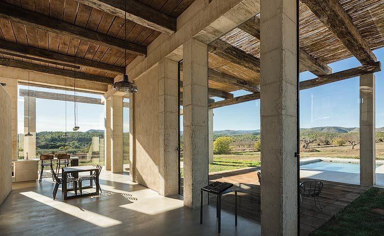 SpronkenHouse — SpronkenHouse - Villa 2 kitchen and dining area
